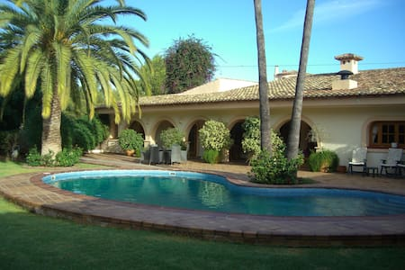 Lovely villa private pool/gardens - Calp - Casa
