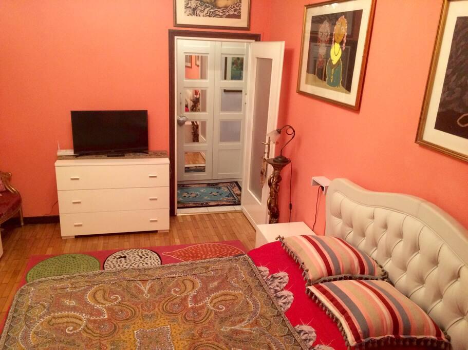 Bedroom+TV