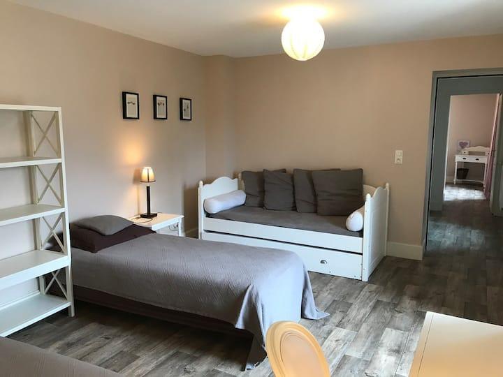 Quad room-Superior-Ensuite with Bath-Garden View-GITE DE FRANCE 3 EPIS