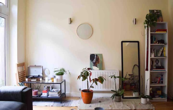Cute room in shared house with all women flatmates