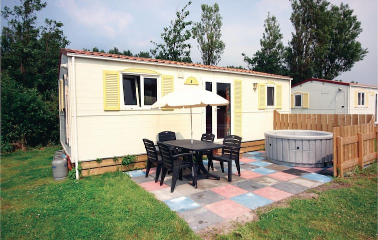 Holiday apartment with 2 bedrooms on 28 m² in Hippolytushoef
