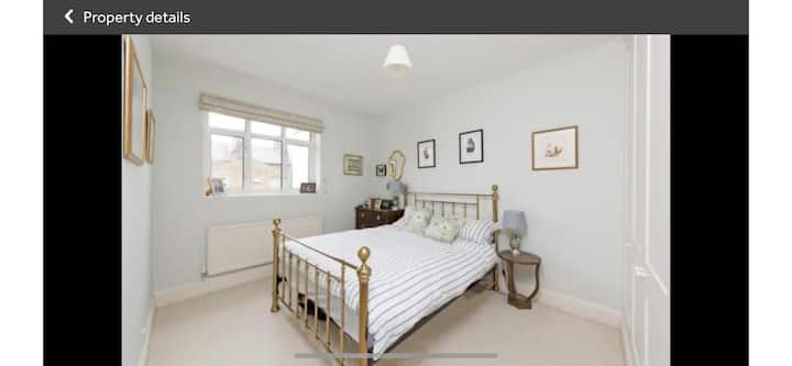 Cosy One Bedroom Town House  in Battersea, London