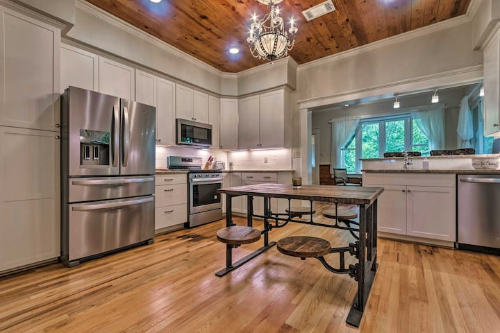 Spacious & Updated 1920's HSNP Craftsmen Home