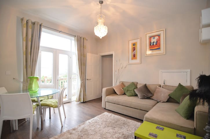 Beautiful two bedroom house sleeps 6 - Bournemouth - Casa
