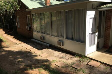 Lake Ella Back Porch Bungalow 1br1b/Eat-In Kitchen - Tallahassee - Σπίτι
