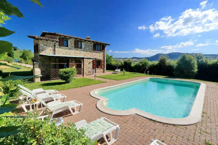Panoramico casale Marche piscina privata,  wifi