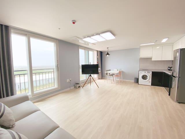 최대 8인 - 콘도형 호텔(31평형) - 5성급 침구류 - 깨끗한 호텔 (501호)