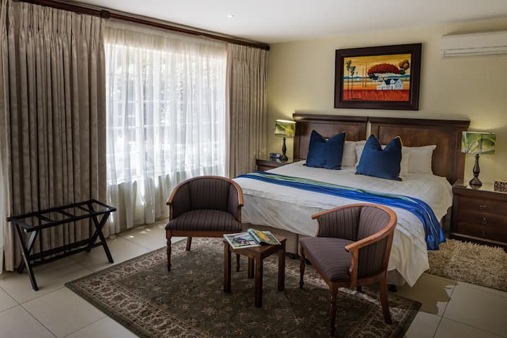 Superior King Room in Sandton - Emerald Suite