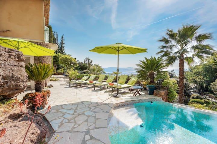 Beautiful villa w/ private infinity pool & amazing views, family-friendly!