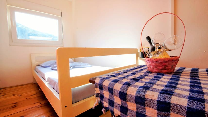 Triple room Pure (near center of Budva)