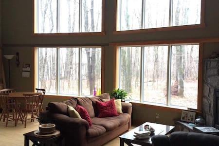 Maplewood Loft: Getaway for all seasons!
