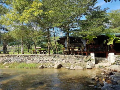 duapintu: Private Riverside Cottages in Kampung