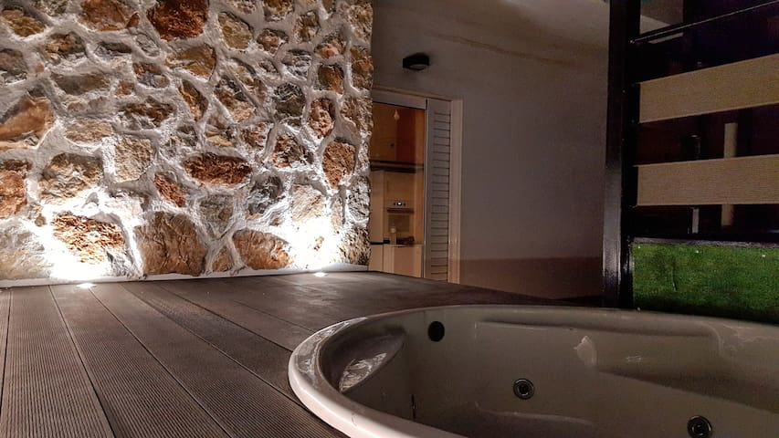 *Luxury Penthouse 6th|Private Jacuzzi|Near metro*