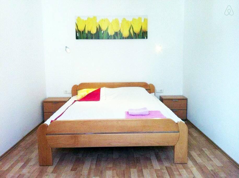 Double bed 160x200cm