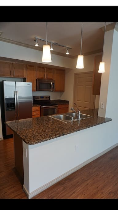 Utilize the Full kitchen for those who want to cook. Full cookware and oils are provided.