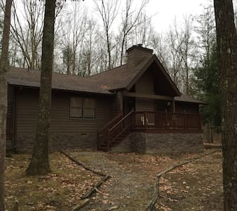 Cozy 3BR/2B home on 5 acres in gated community - Monteagle