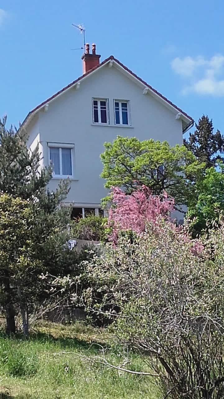 maison avec vue exceptionnelle sur Chatel Guyon