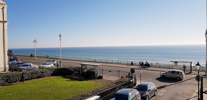 CENTRAL SEAFRONT modern flat - with seaviews