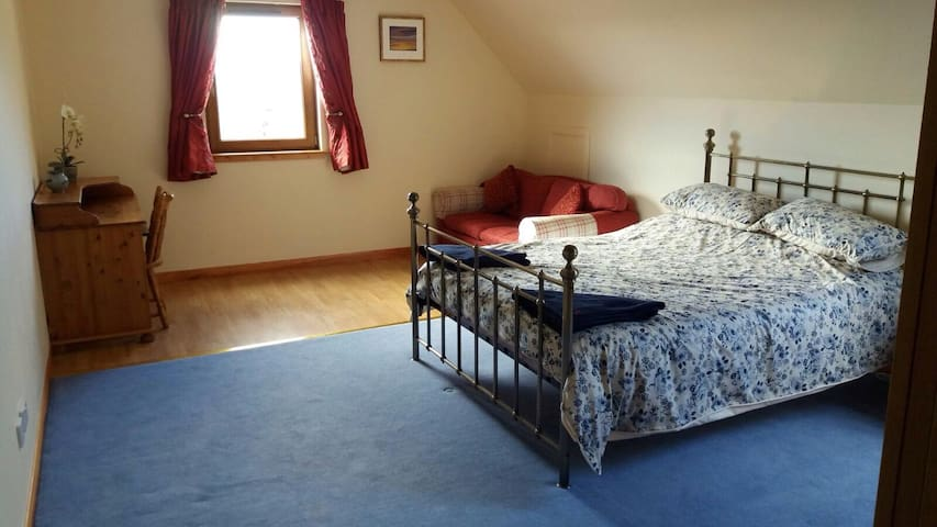Spacious home, spectacular views, - Beauly