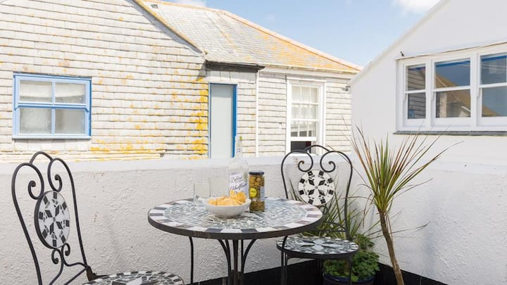 Beautiful Cottage with Terrace - Centre of St Ives