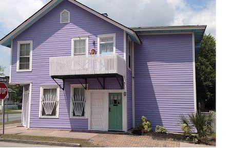 Comfortable, Spacious and Quirky Fun Gnome Home