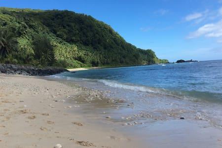 Kings Place... Poloa Beach, American Samoa - Pago Pago - 独立屋