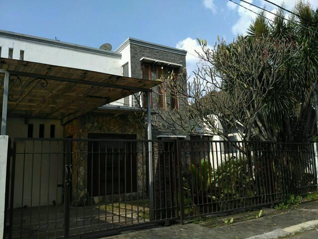 Rumah nyaman dekat stasiun MRT Lebak bulus (5 min)