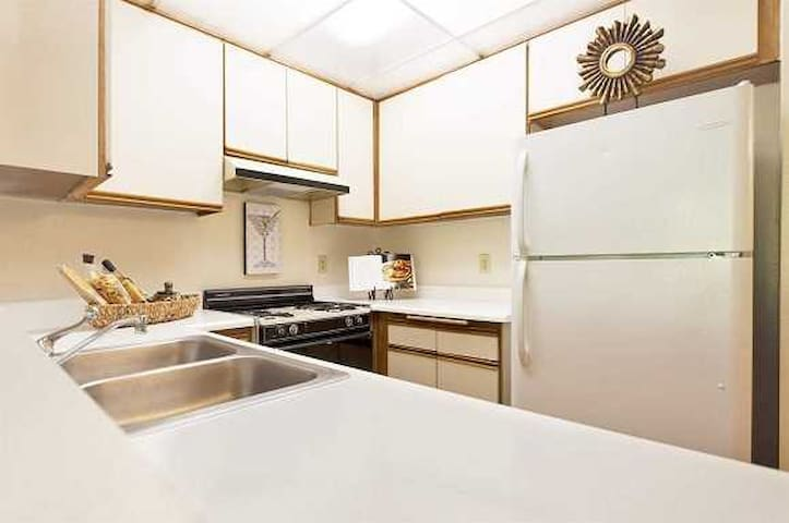 Private 2 Bed Place by LAX & beach - Los Angeles - Apartment