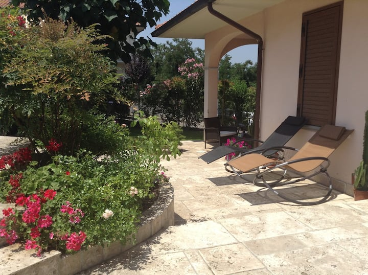 Charming flat very close to Chianti