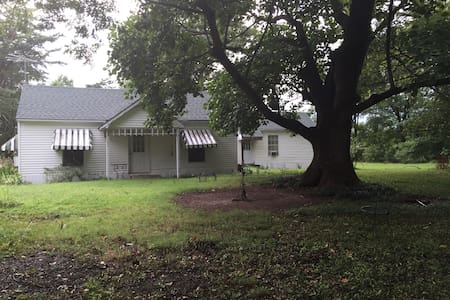 Quaint Quiet Country Guest House - Tyronza - House