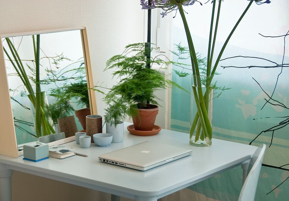 guest room - work table