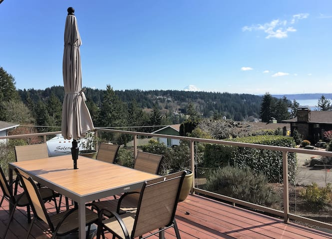 Sanitized & Clean! Escape to Gig Harbor w/ views!