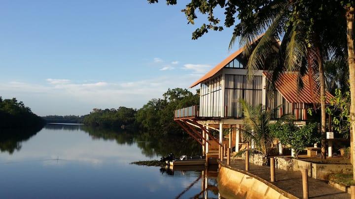 ALA Riverview Lodge Homestay
