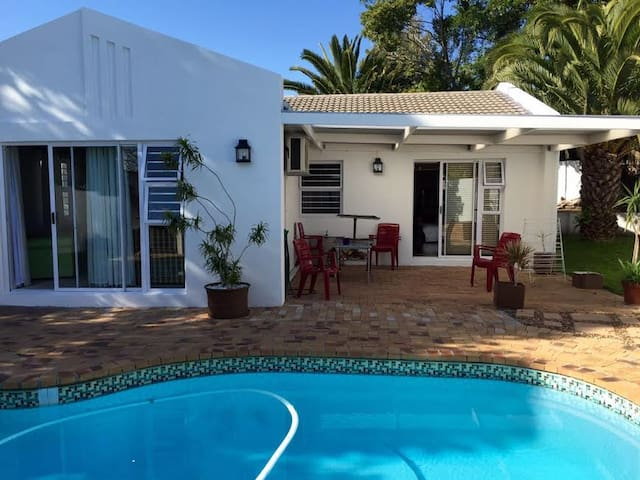 Comfortable home and pool in secure complex - Cape Town - Apartament
