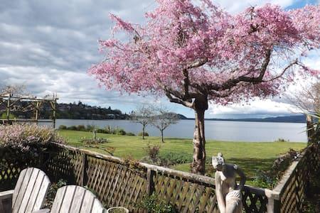 Kawaha Manor Lakeside Honeymoon Suite - Rotorua