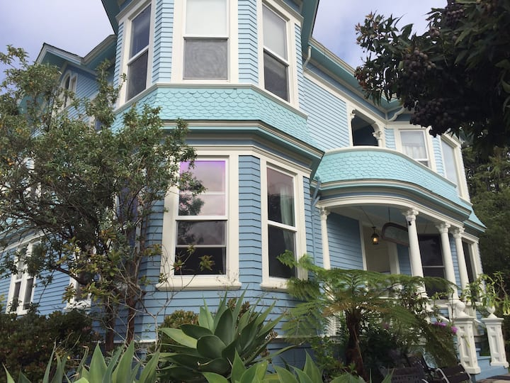 San Francisco style 2 bedroom apt in historic home