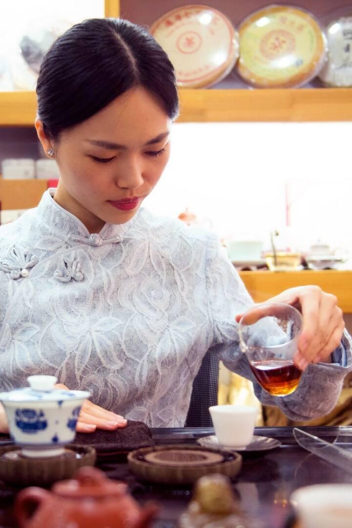 Sara, a passionate tea lover