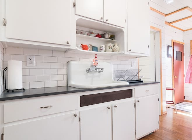 Beautiful Flat In Unique Hamtramck - Hamtramck - Apartment