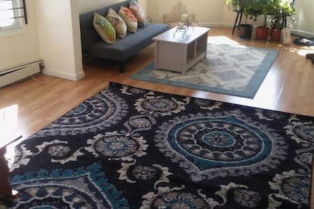 Large, Sunny 3 Bdrm Apartment for 6+ Close to NYC - Newark - Apartment
