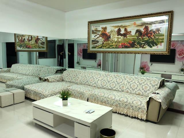 (免费接站)华山景区见山温馨两居室民宿