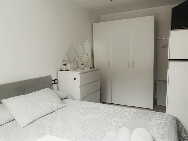 Habitación privada y acojedora, cama matrimonial