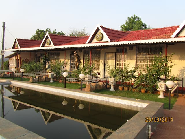 The Lake Chalet, Thai cottage B