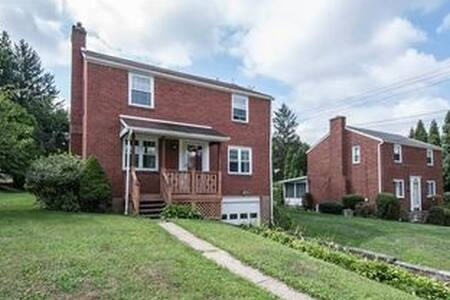 Whole Home 20 minutes from the city! - Glenshaw