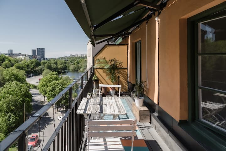 Sunny Apartment w. Balcony in Top Location