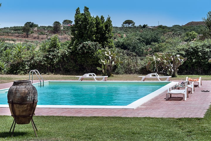 Spacious villa with private pool, fantastic garden