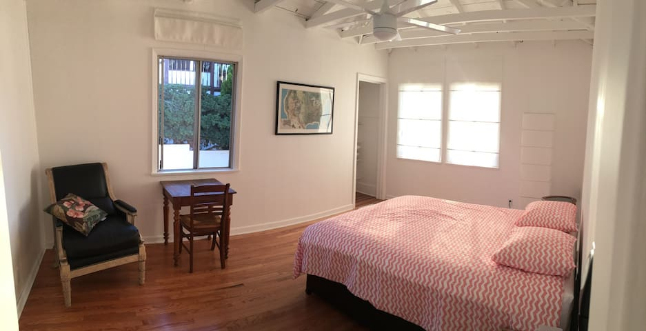 Sweet Stay at our little house - Los Angeles - House
