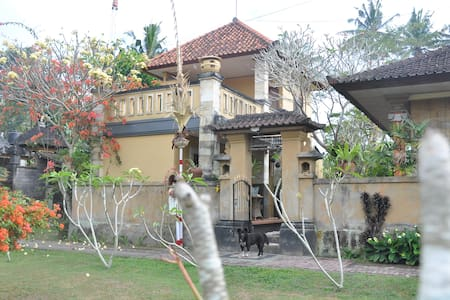 costa home stay