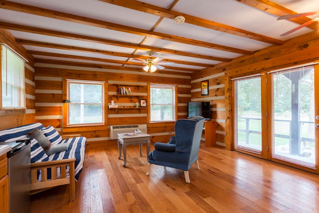 Mt juliet 1br happy hollow cabin guest suites for rent for Cabin rentals vicino a nashville tn