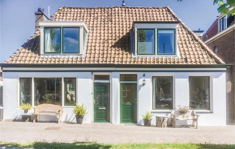 Holiday cottage with 2 bedrooms on 85m² in Medemblik