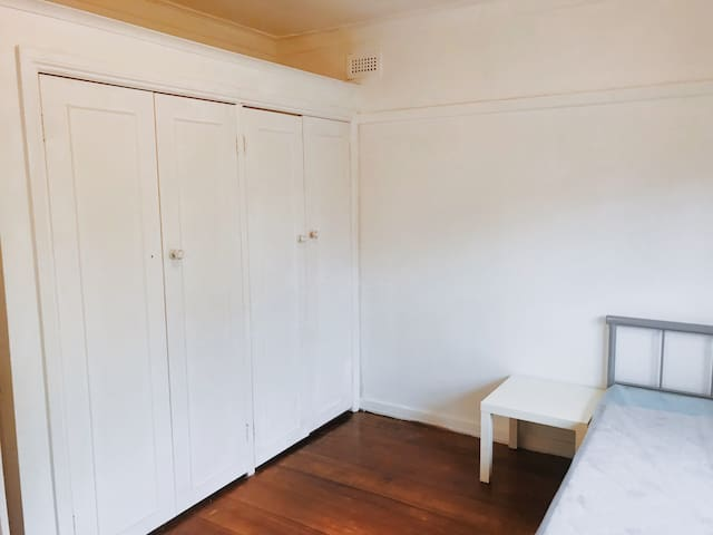 Affordable Private Room 2 in Box Hill South